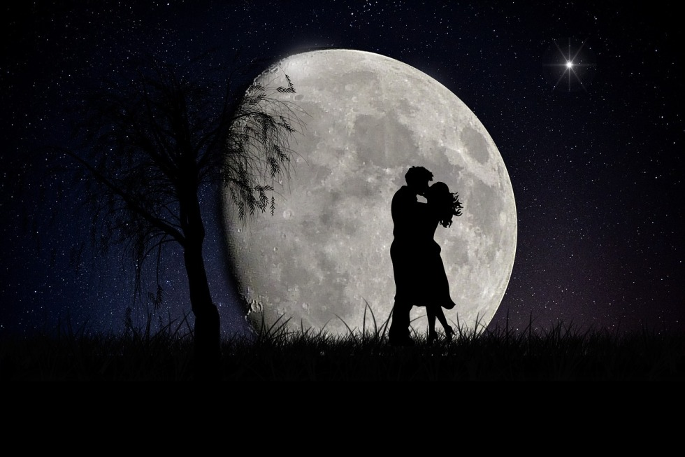 moon-2106892_1280